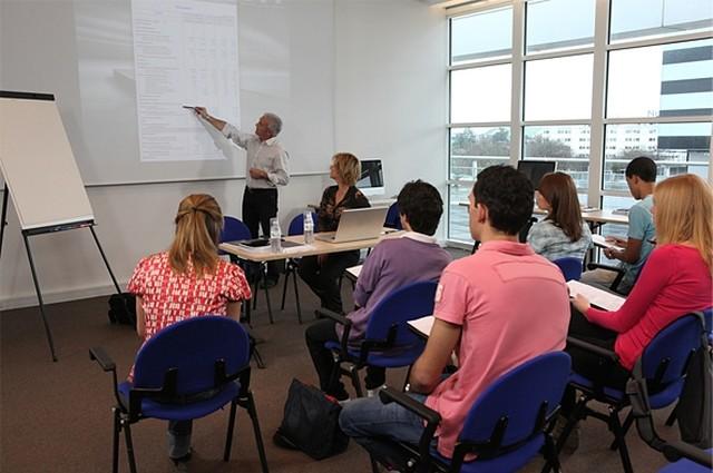 Где и чему учат в учебном центре (курсах) маникюра