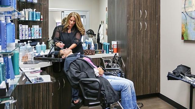 Где найти курсы в колледже (техникуме), академии парикмахеров для тех кто работает по выходным.