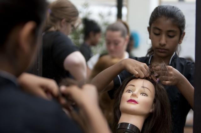 Как выбрать учебный центр, колледж, техникум парикмахеров для не имеющих опыта (без опыта).