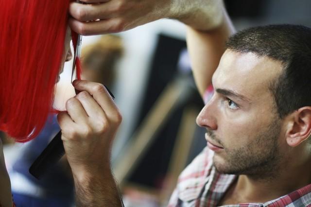 Как и где найти популярные, престижные школы парикмахеров