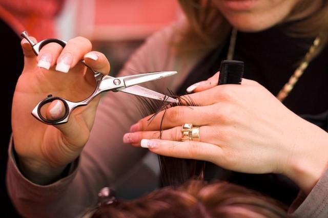 Где найти дневных, вечерние, утренние курсы в школе, центре обучения (образование) парикмахеров.