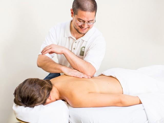 Как и где найти популярные, престижные курсы обучения массажу