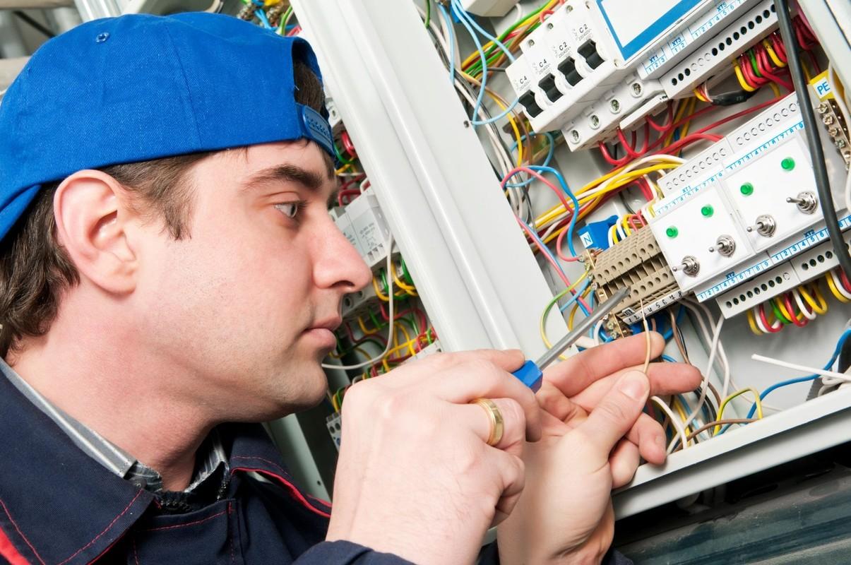 Как и где окончить, закончить курсы обучения электриков