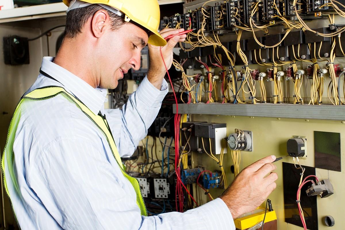 Как и где выбрать школу электриков с работой после обучение (курсов)