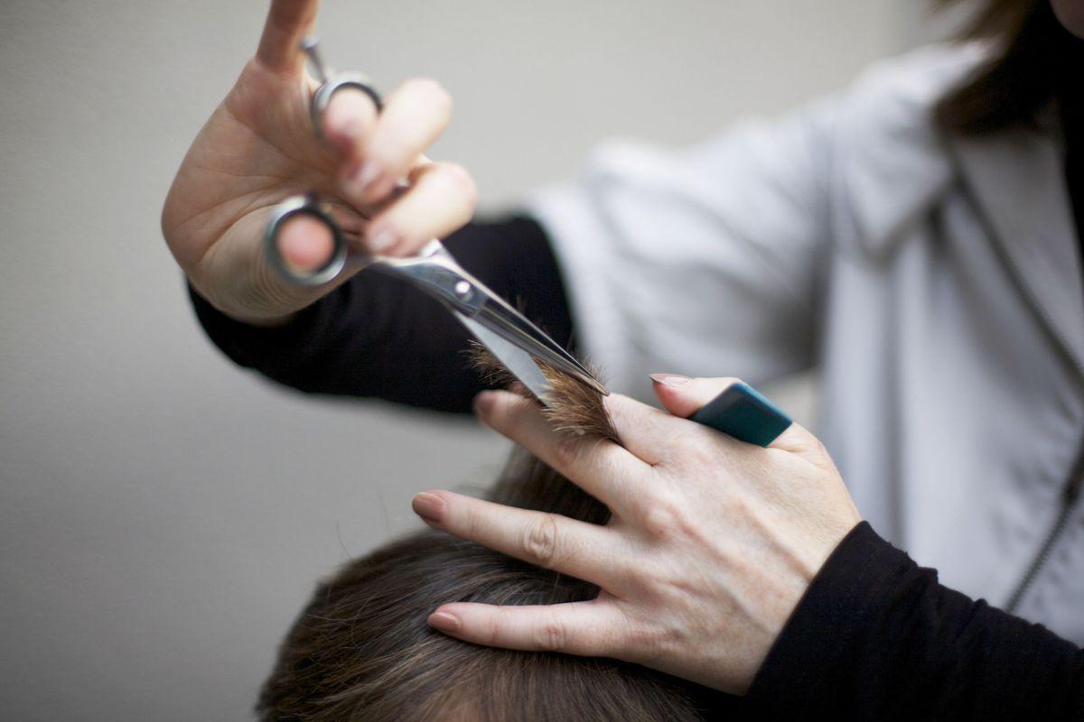 Сколько стоят платные парикмахерские курсы в центре обучения (обучающие). Узнать цены