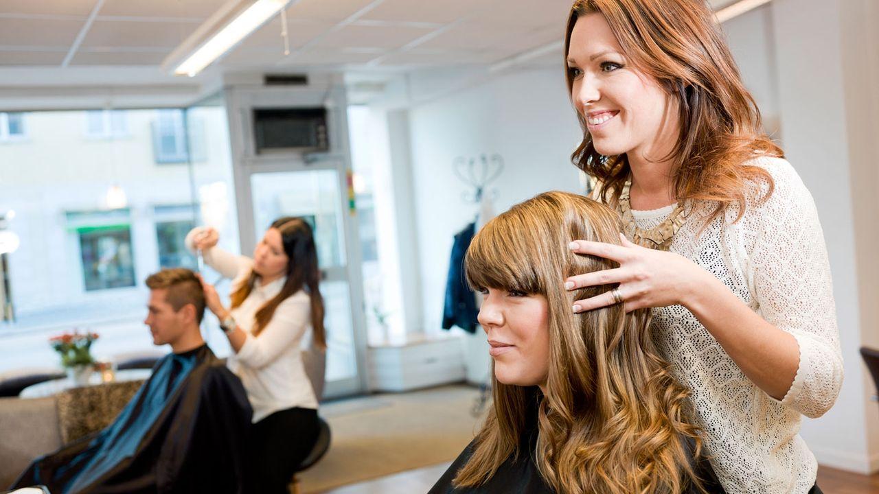 Смотреть рейтинг (топ) парикмахерских курсов обучения, школ